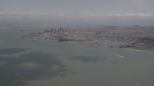 aerial san francisco bay on a sunny day with a few boats going by / san francisco, california, united states - spirulina pacifica stock videos & royalty-free footage