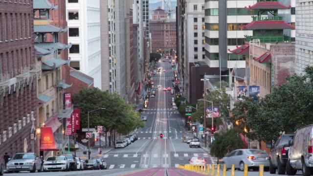 サンセットでサンフランシスコカリフォルニアストリートトラフィック - カリフォルニアストリート点の映像素材/bロール