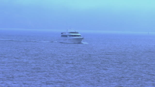 san francisco, californiaboat on water - segeljacht stock-videos und b-roll-filmmaterial