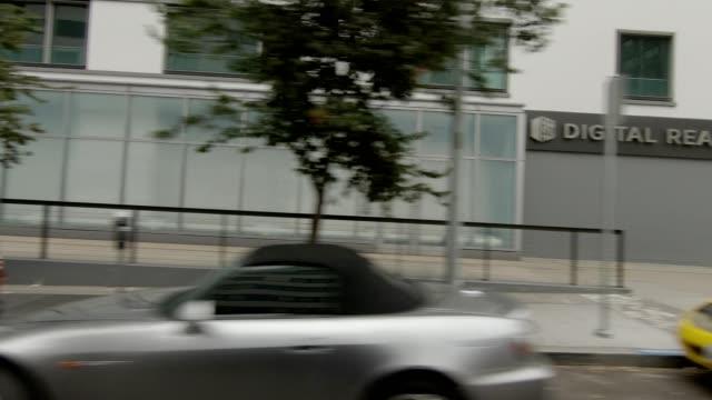 vídeos de stock, filmes e b-roll de cidade de são francisco vi série sincronizada vista direita que conduz a placa do processo - placa de processo