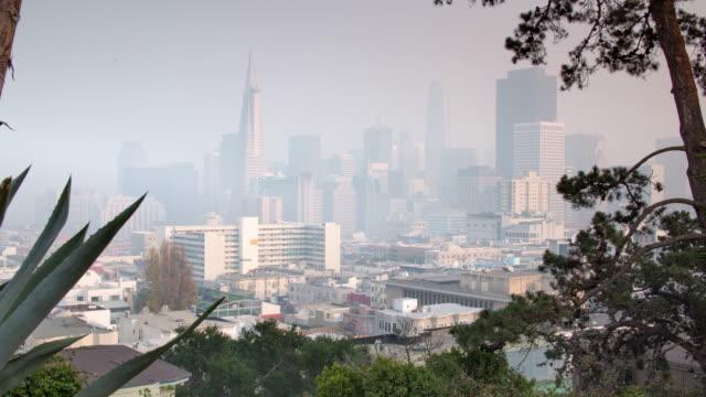 san francisco downtown hazy view during california wildfire season - san francisco bay area stock videos & royalty-free footage