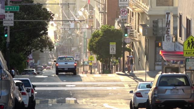 朝の光の中のサンフランシスコダウンタウンヒルズ - light beam点の映像素材/bロール