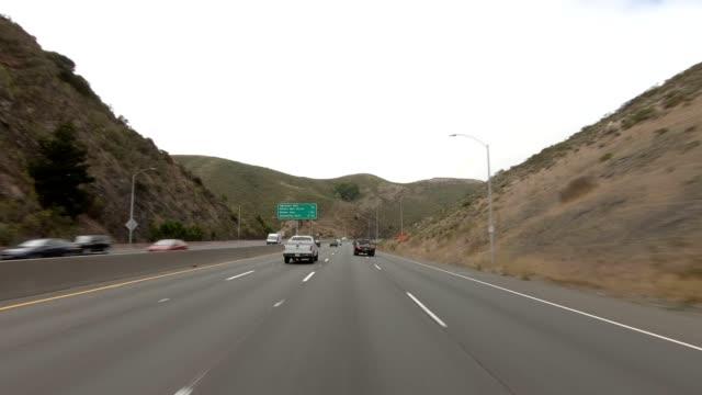 vídeos de stock e filmes b-roll de san francisco expressway xiv synced series front view driving process plate - san francisco california