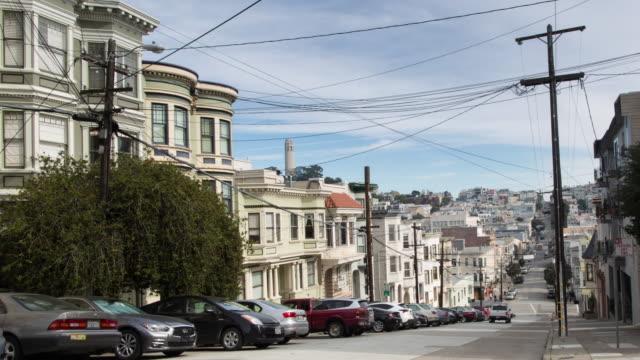 サンフランシスコ ・ ノースビーチ、コイト タワーを目指してグリーン ・ ストリート。 - コイトタワー点の映像素材/bロール