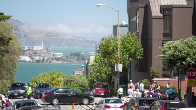 san francisco - hyde & lombard street - lombard street san francisco bildbanksvideor och videomaterial från bakom kulisserna