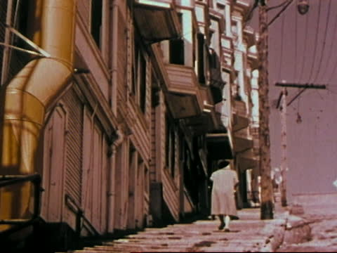 1963 san francisco - interesting houses and streets - lombard street san francisco stock videos & royalty-free footage