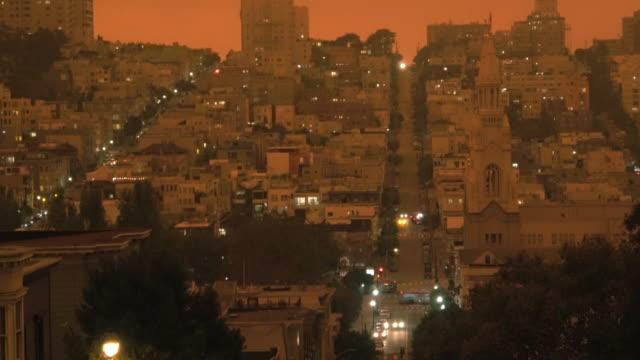 vídeos de stock e filmes b-roll de san francisco orange sky during california forest fires - san francisco california