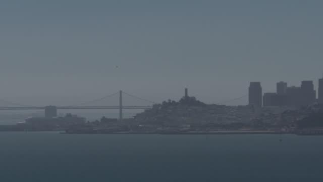 vídeos y material grabado en eventos de stock de san francisco skyline on hazy day, bridges - vector