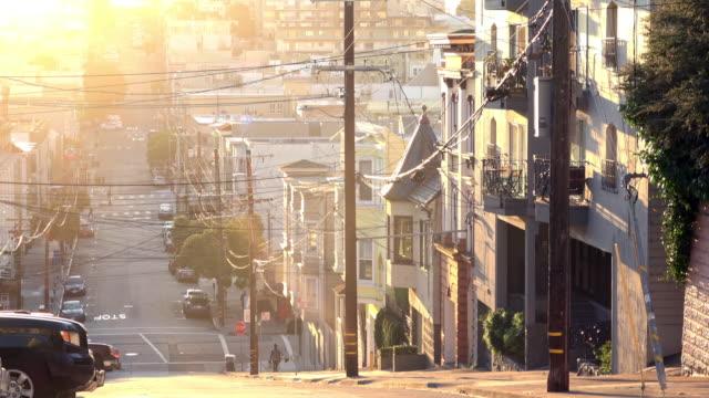 architettura vittoriana di san francisco alla luce del mattino - san francisco california video stock e b–roll