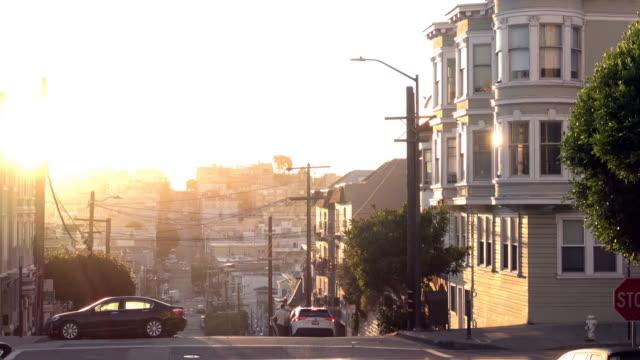 朝の光の中のサンフランシスコビクトリア朝の建物 - light beam点の映像素材/bロール