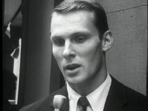 san francisco warriors basketball star rick barry announces that he is signing a contract with the american basketball association - sport stock-videos und b-roll-filmmaterial