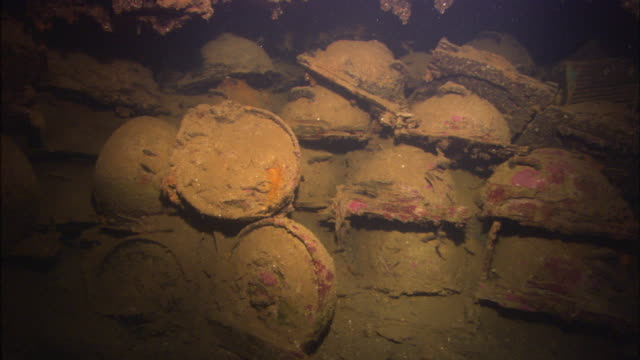 stockvideo's en b-roll-footage met san francisco, wreck, land mines stacked, chuuk lagoon, south pacific - stille zuidzee
