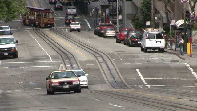 san franciscoclose view of a city street in san francisco united states - trolleybus stock-videos und b-roll-filmmaterial