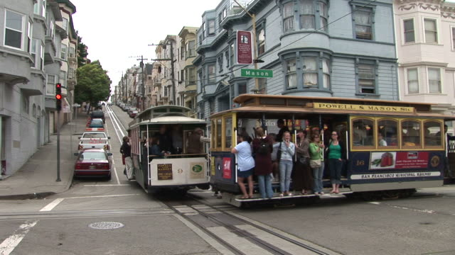 stockvideo's en b-roll-footage met san franciscoclose view of an intersection in san francisco united states - kabelwagen