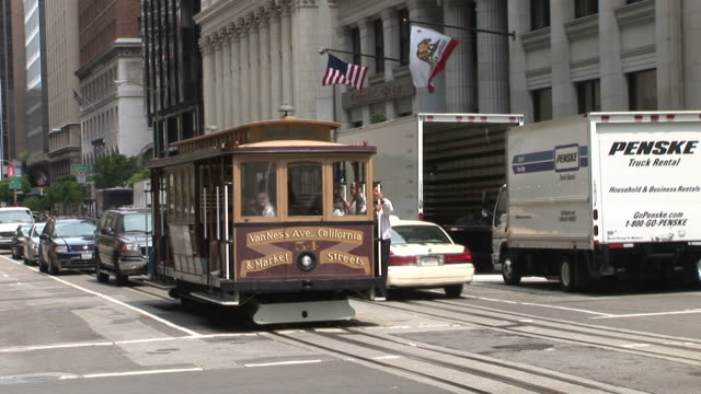 san franciscoview of a cable car passing in san francisco united states - trolleybus stock-videos und b-roll-filmmaterial