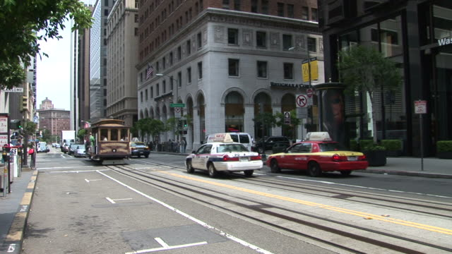 san franciscoview of a street in san francisco united states - trolleybus stock-videos und b-roll-filmmaterial