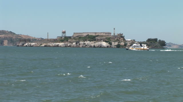 vidéos et rushes de san franciscoview of alcatraz island in san francisco united states - île d'alcatraz