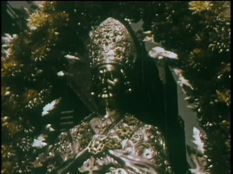 stockvideo's en b-roll-footage met 1960 - san gennaro festival, little italy, nyc - optocht