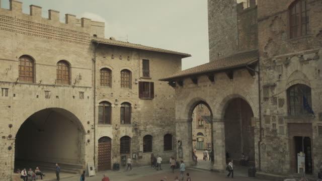 san gimignano, toscana, italia - periodo medievale video stock e b–roll