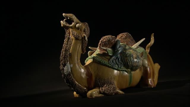 sancai figure of camel with silk and ivory on its back - 象牙点の映像素材/bロール