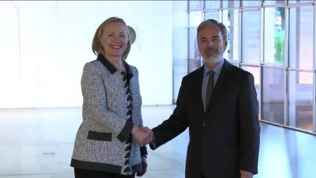 Anuncios de Clinton en Brasil on April 17 2012 in Brasilia Brazil