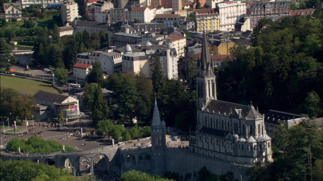 aerial, sanctuary of our lady of lourdes, lourdes, midi-pyrenees, france - basilika stock-videos und b-roll-filmmaterial