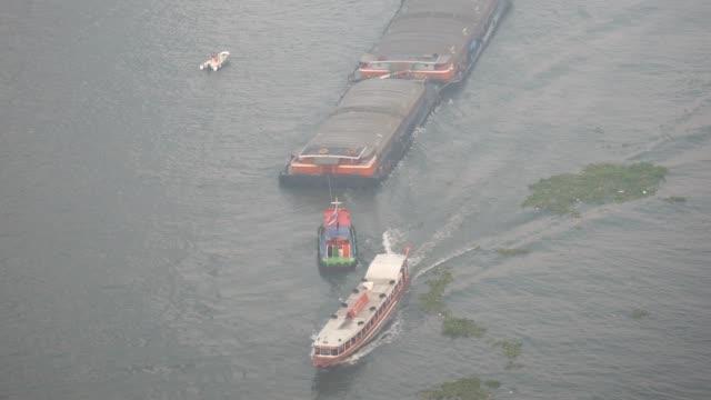 sand boot, chao phraya express boat im chao phraya river - chao phraya delta stock-videos und b-roll-filmmaterial