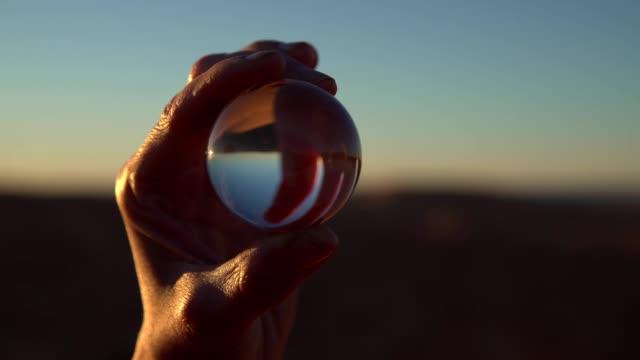 砂砂漠ガラス玉に反映 - ball点の映像素材/bロール