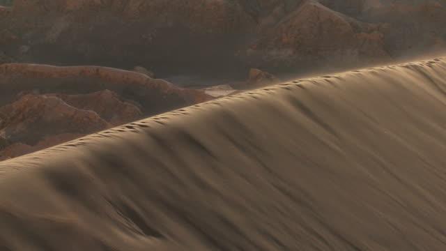 ws ha sand dune ridge / san pedro de atacama, norte grande, chile - antofagasta region stock videos and b-roll footage