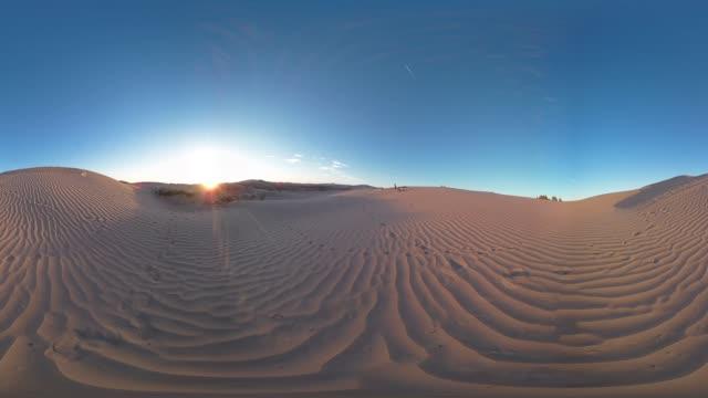 vídeos de stock e filmes b-roll de sand dunes of little sahara - panorama equiretangular