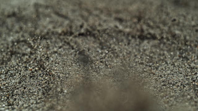 vidéos et rushes de sand earth quake shatter slow motion - sable