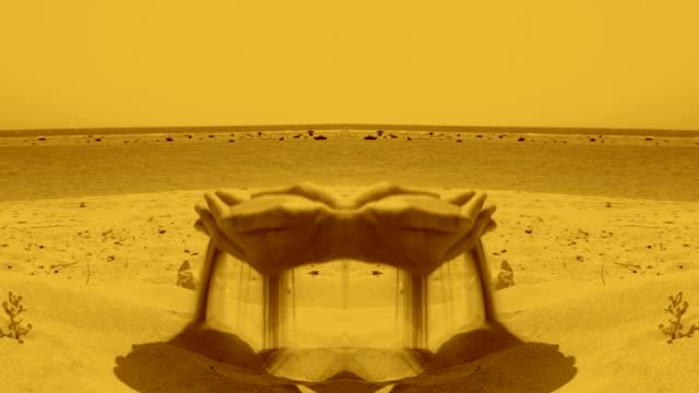 vidéos et rushes de sable les mains - surréaliste
