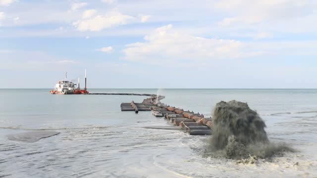 sand saugen boot hd1080p - vakuum stock-videos und b-roll-filmmaterial
