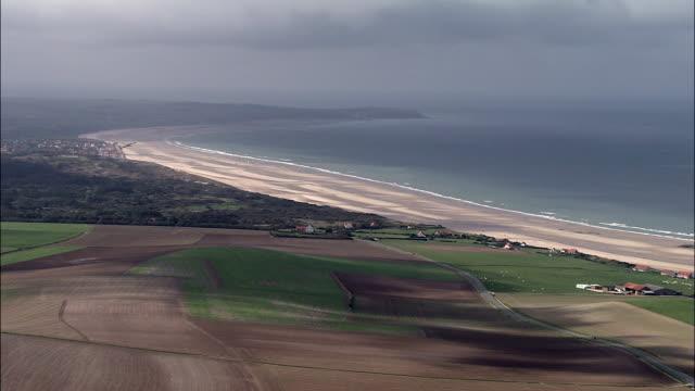 sand yachting  - aerial view - nord-pas-de-calais, pas-de-calais, arrondissement de boulogne-sur-mer, france - calais stock videos & royalty-free footage