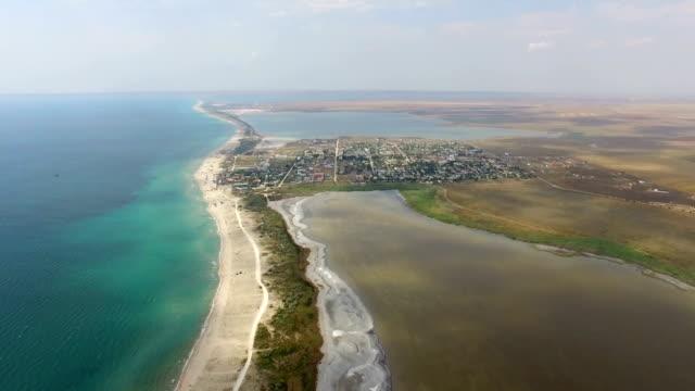 青い海や塩湖の間空中: 中州 - 逆水点の映像素材/bロール