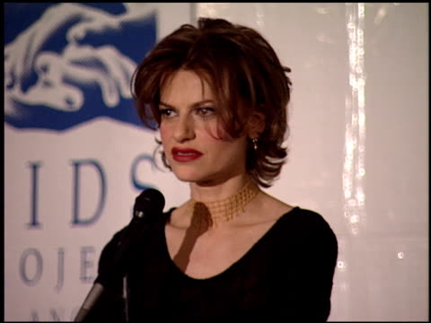 sandra bernhard at the apla commitment to life at universal amphitheatre in universal city california on january 19 1995 - anno 1995 video stock e b–roll