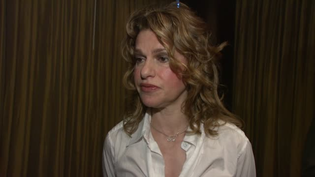 sandra bernhard on the trevor project on coming out as a performer and on her current projects at the 8th annual trevor project new york gala at new... - anno 2008 video stock e b–roll