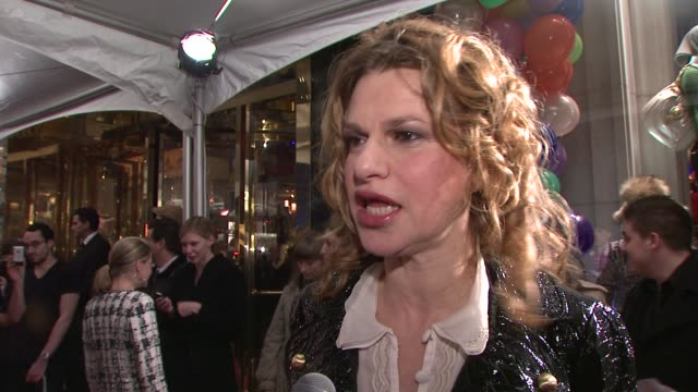 sandra bernhard on what brings her out tonight what she loves about the line and her thoughts on the outcome of the presidential election she is... - anno 2008 video stock e b–roll