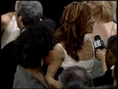 vidéos et rushes de sandra bullock at the 2004 academy awards arrivals at the kodak theatre in hollywood, california on february 29, 2004. - 76e cérémonie des oscars
