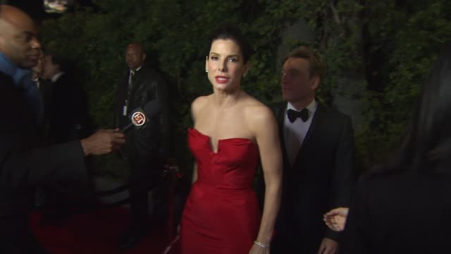 vídeos de stock, filmes e b-roll de sandra bullock at the 2011 vanity fair oscar party arrivals at hollywood ca - vanity fair oscar party