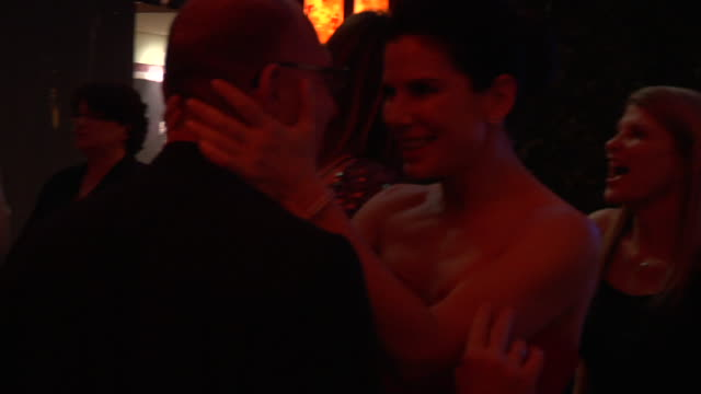 vidéos et rushes de sandra bullock at the 2011 vanity fair oscar party inside at hollywood ca - vanity fair oscar party