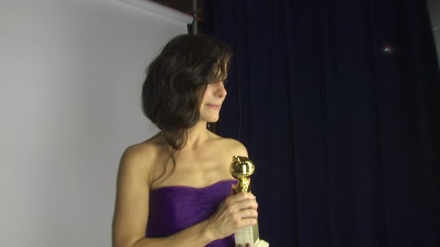 vídeos y material grabado en eventos de stock de sandra bullock at the 67th annual golden globe awards backstage part 1 at beverly hills ca - sandra bullock