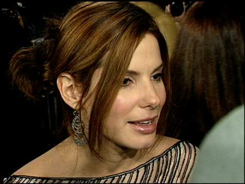 sandra bullock at the 'miss congeniality' premiere at grauman's chinese theatre in hollywood california on december 14 2000 - sandra bullock stock videos & royalty-free footage