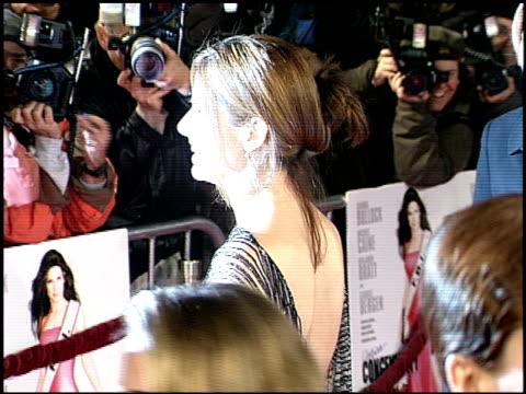 vídeos y material grabado en eventos de stock de sandra bullock at the 'miss congeniality' premiere at grauman's chinese theatre in hollywood california on december 14 2000 - sandra bullock