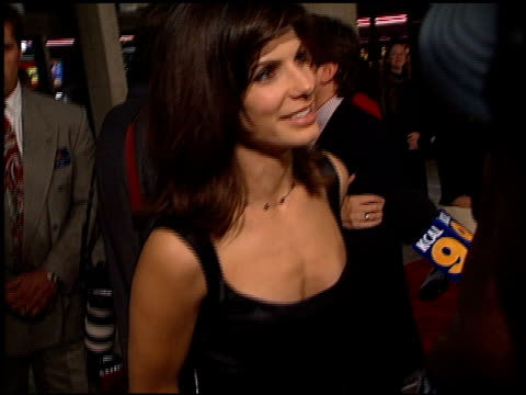 sandra bullock at the 'practical magic' premiere at cineplex odeon in century city, california on october 13, 1998. - odeon cinemas点の映像素材/bロール