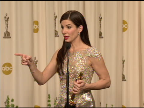 sandra bullock on the advice she'd give to other actors. at the 82nd annual academy awards - press room at hollywood ca. - サンドラ・ブロック点の映像素材/bロール