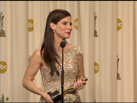 sandra bullock on what kind of projects that attract her. at the 82nd annual academy awards - press room at hollywood ca. - サンドラ・ブロック点の映像素材/bロール