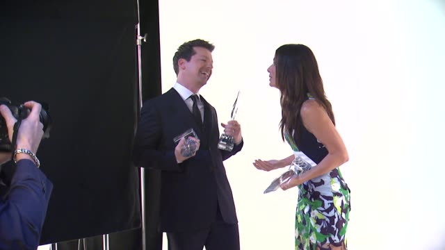 sandra bullock sean hayes at 40th annual people's choice awards portrait room at nokia theatre la live on in los angeles california - sean hayes stock videos & royalty-free footage