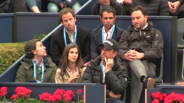 sandra gago supports her fiancee feliciano lopez at the tennis game - サンドラ・ガゴ点の映像素材/bロール