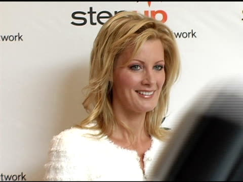 stockvideo's en b-roll-footage met sandra lee at the step up women's network inspiration awards luncheon at the beverly hilton in beverly hills california on april 22 2005 - women's image network awards